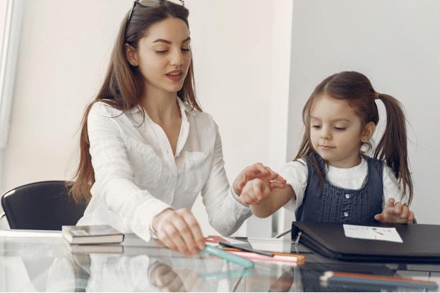 Est-il possible de concilier garde d'enfants et aide aux devoirs ?
