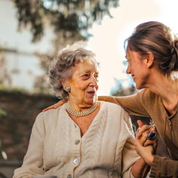 Comment gérer le retour d'hôpital d'une personne âgée ?